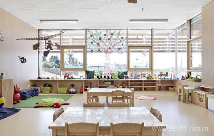 幼儿园小班室内屋顶装饰
